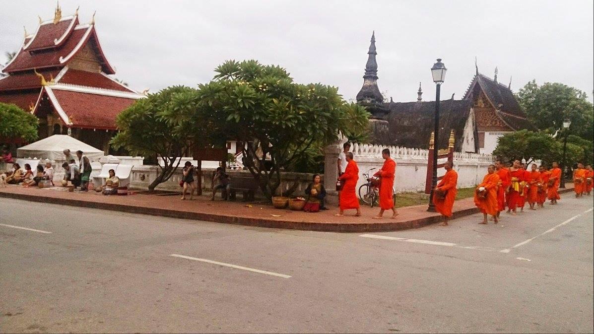 Ceremonija davanja hrane redovnicima u Luang Prabangu